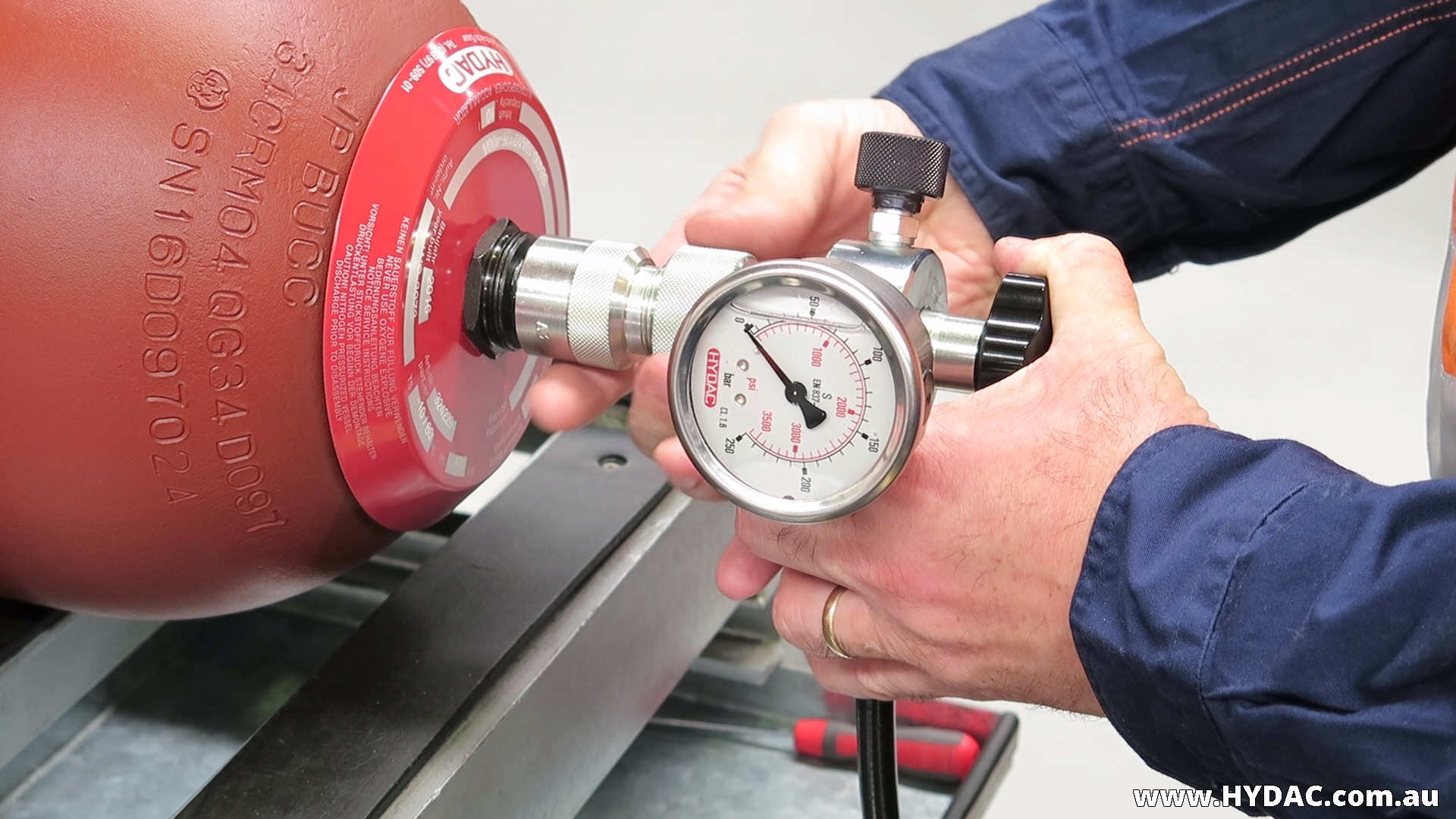Test and charging HYDAC hydro-pneumatic accumulators